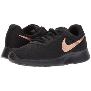 Nike Tanjun Sneakers 6.5 Black